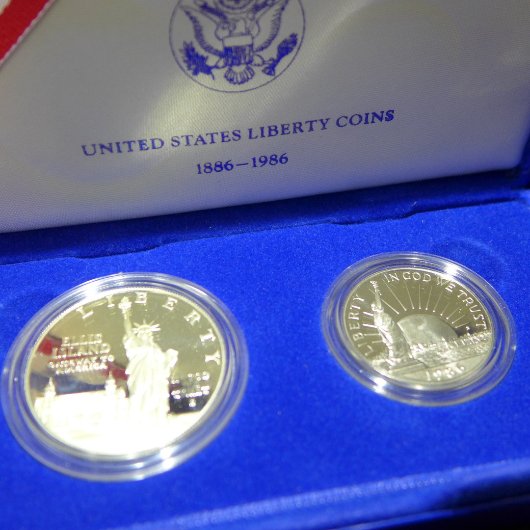 Capsule 1986 US Statue of Liberty Proof Clad Half Dollar